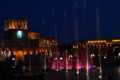 In Jerewan lässt sich abends ein sonderbares Schauspiel beobachten